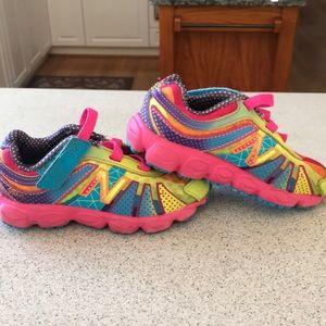 New Balance girls toddler size 8 multicolored EUC